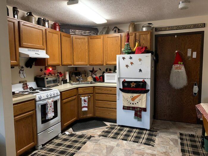 Large-1-bedroom-kitchen